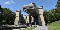A photo of the Peterborough lift locks, with the lift at the top.