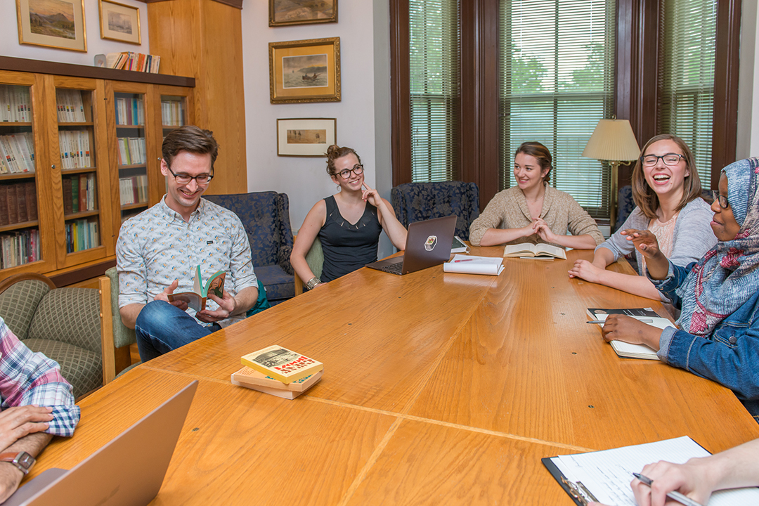 Arts & Science students collaborate in small seminar group at Traill College