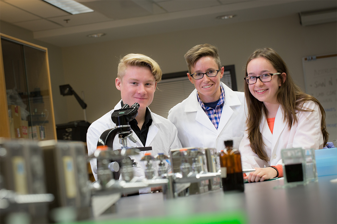 Three Biochemistry & Molecular Biology students work in a lab