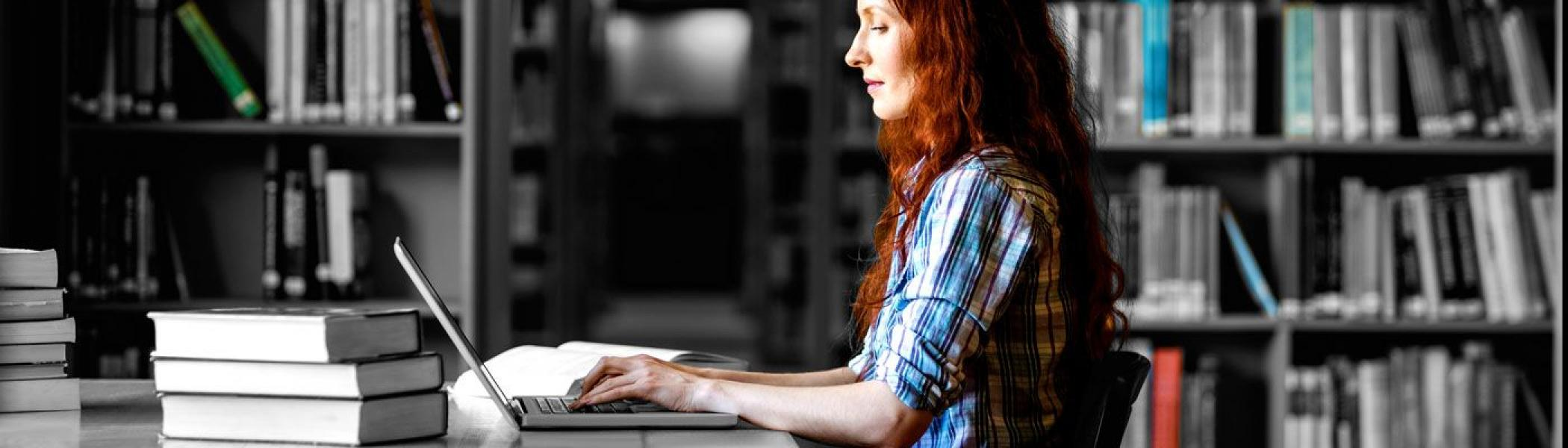 Student applying online to graduate studies at Trent University.