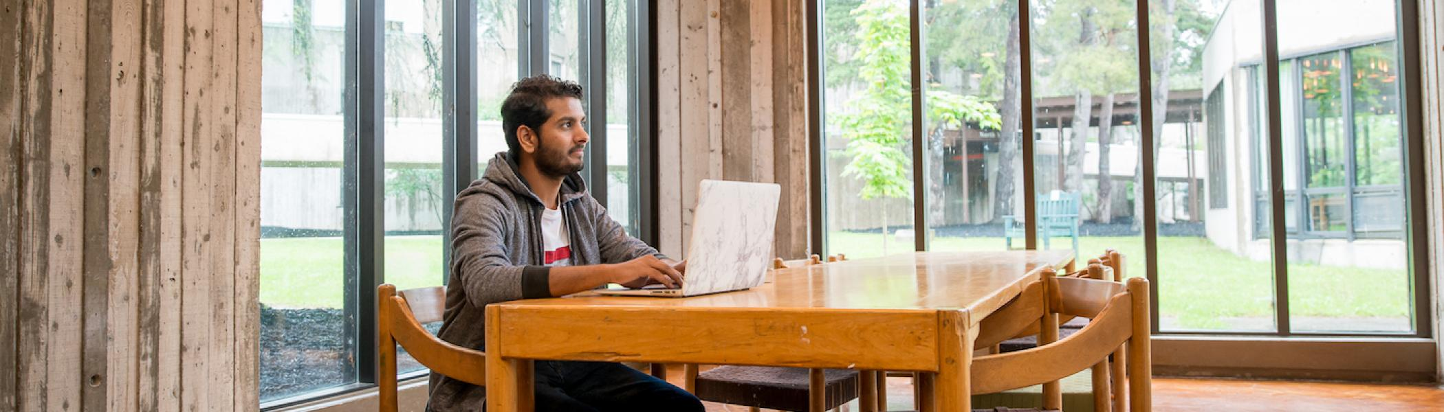 Student applying online to graduate studies at Trent University.