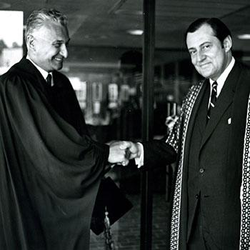 THB Symons shaking hands with Frost